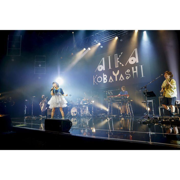 """「小林愛香 LIVE TOUR 2021 """"KICKOFF!""""」東京追加公演レポート"""